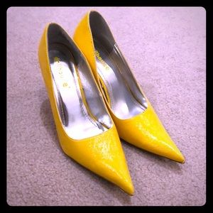Dollhouse Yellow Pointed Toe Pumps